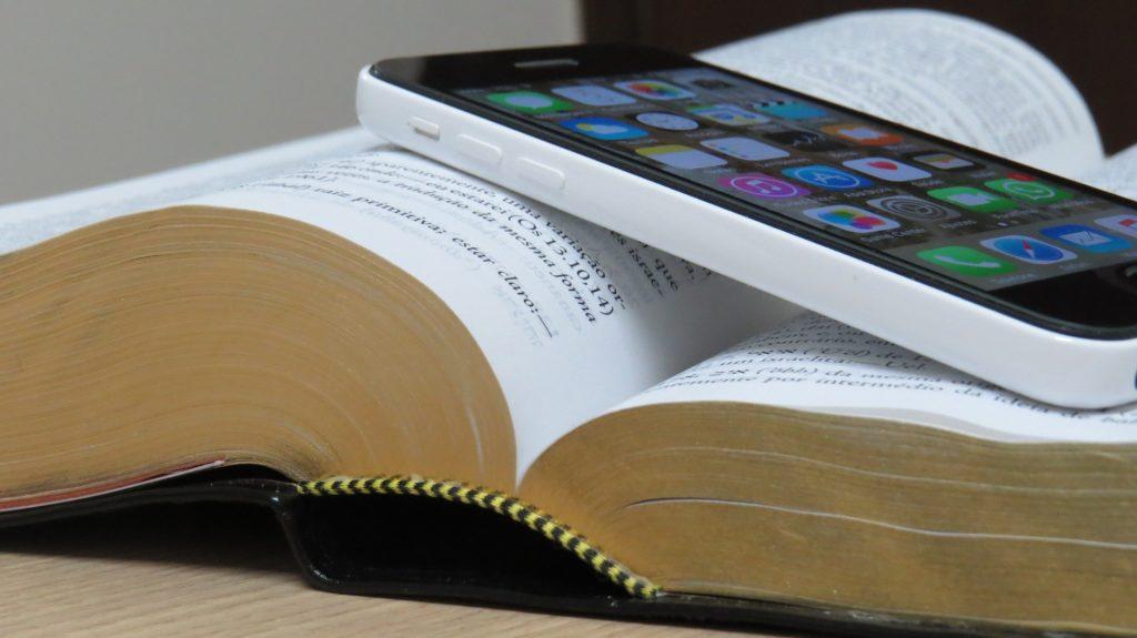 bible-1021657_1920